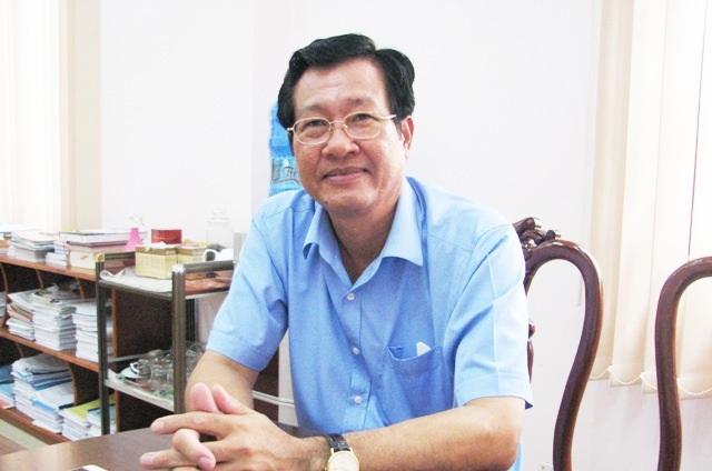 Ông Đoàn Quốc Khởi - Giám đốc Sở Tài chính tỉnh Cà Mau khẳng định, không có việc cán bộ lãnh đạo Sở này gọi điện thoại cho các xã để dọa bán sách. (Ảnh: Huỳnh Hải)