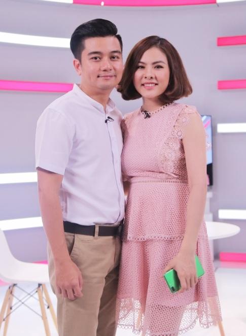 Hiện tại, Vân Trang và Hữu Quân đang đang sống trong niềm vui làm cha mẹ với cô con gái nhỏ sau đám cưới hạnh phúc.