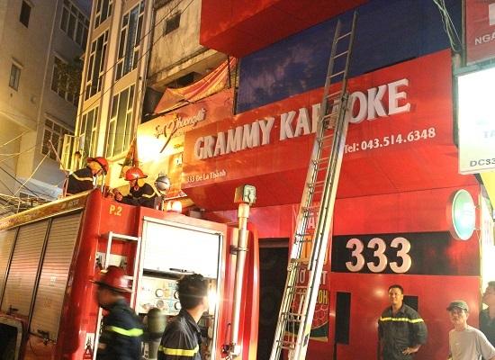 Lực lượng cứu hỏa được điều đến nhưng chỉ thấy có khói bốc ra do chập điện.