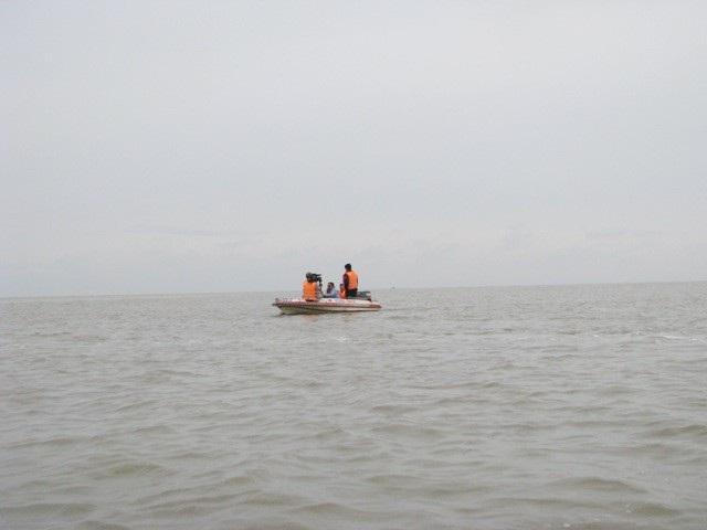 Lãnh đạo tỉnh Cà Mau đi kiểm tra vùng ven biển thị trấn Gạch Gốc, huyện Ngọc Hiển.