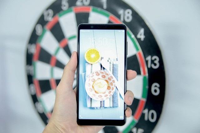 Điểm mặt smartphone màn hình tràn viền bán tại Việt Nam trong năm 2017 - 9