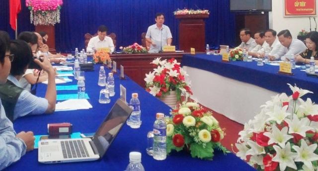 Chủ tịch tỉnh Bạc Liêu Dương Thành Trung (người đứng) cho biết, tỉnh vẫn đang xem xét để có hướng xử lý đối với việc bổ nhiệm chức vụ Giám đốc Sở Khoa học & Công nghệ tỉnh.