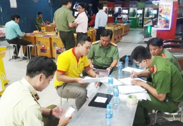 Ngành chức năng đang kiểm tra một điểm kinh doanh game bắn cá trên địa bàn tỉnh Bạc Liêu.
