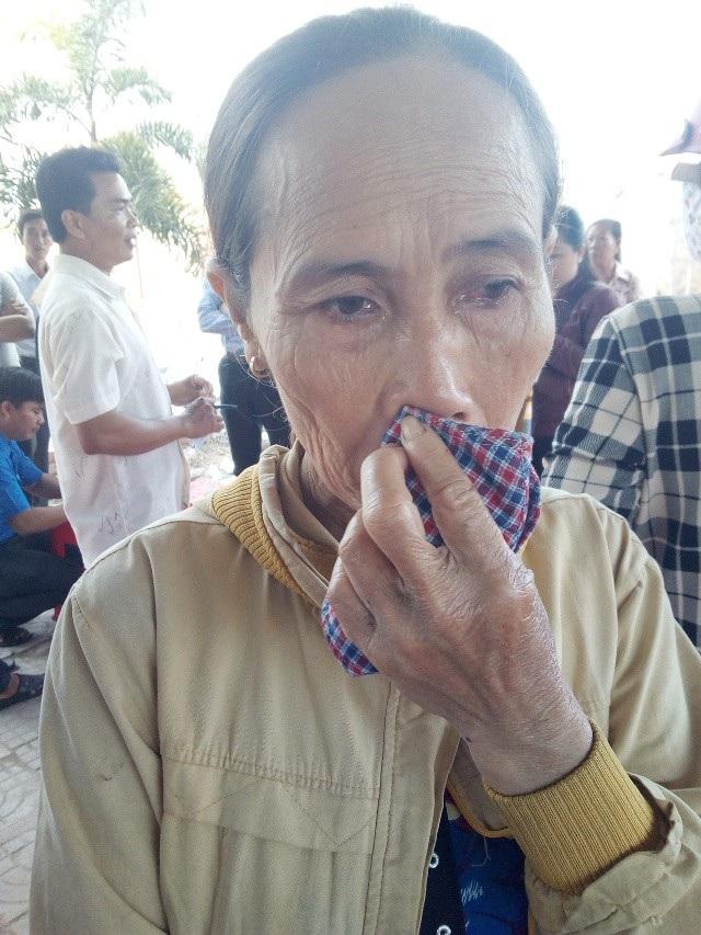 Bà Phạm Thị Hạnh bùi ngùi nhớ về đứa con trai có hiếu đã bị tử nạn sau cơn bão số 5.