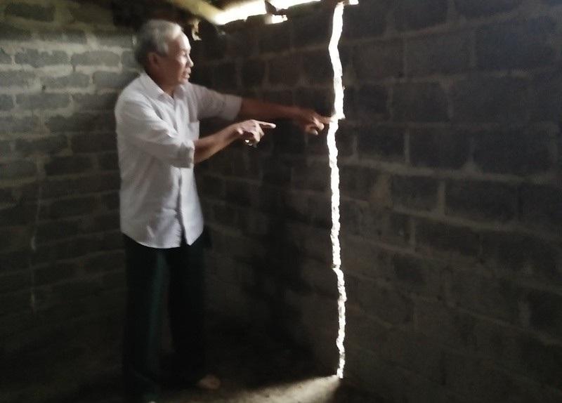 Hệ thống tường nhà dân bị nứt và có nguy cơ đổ sập bất kỳ lúc nào