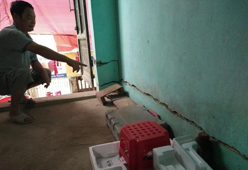 Nhiều vị trí trong nhà bị sụt lún, nứt gãy nghiêm trọng