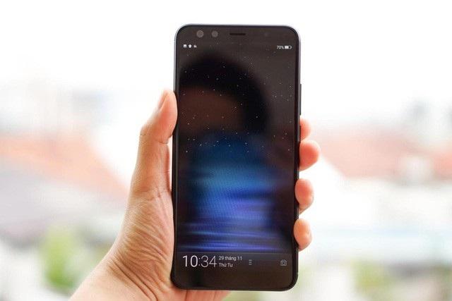 10 smartphone trung cấp đáng chú ý nhất năm 2017 - 9