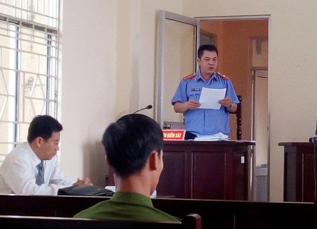 Đại diện Viện kiểm sát huyện Vĩnh Lợi đánh giá vụ việc đã gây hoang mang dư luận. Trong khi đó, Luật sư Trần Bá Học (bào chữa cho bị cáo Tiến) cho rằng, cáo buộc như vậy là hơi quá.