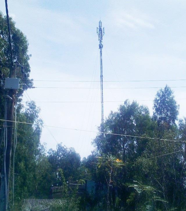 Tỉnh Bạc Liêu đề nghị các cơ quan chức năng và địa phương kiểm tra những cột thu phát sóng, ăng-ten,... và có thể di dời dân tránh xa những cột này để đảm bảo an toàn. (Ảnh: Huỳnh Hải)