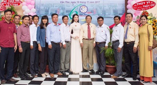 Hoa khôi Huỳnh Thúy Vi gửi lời chúc mừng Ngày Nhà giáo Việt Nam - 1