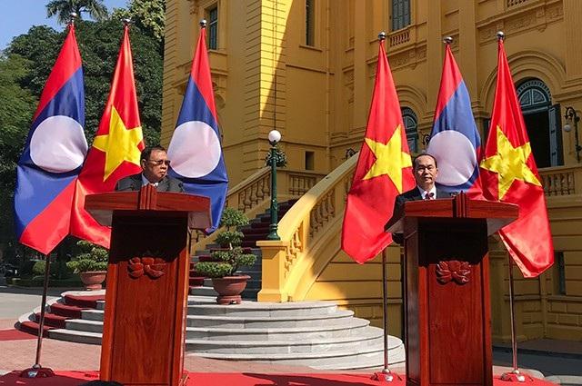 Chủ tịch nước Trần Đại Quang và Tổng Bí thư - Chủ tịch nước Lào Bun-nhăng Vo-la-chít tại buổi họp báo