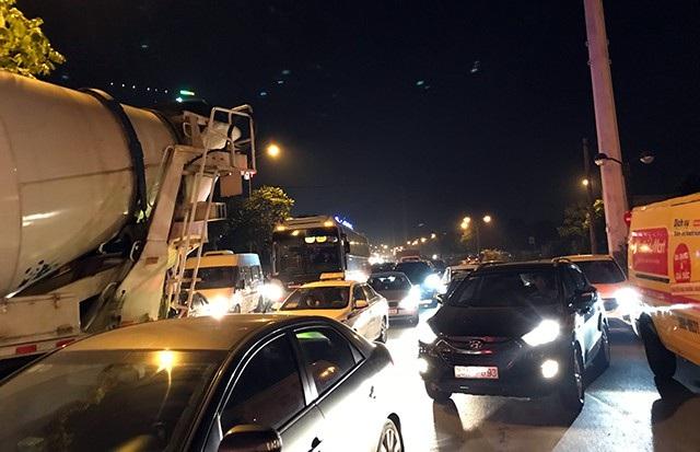 Vào dịp cuối năm, tình hình ùn tắc giao thông ở TP Hà Nội càng nghiêm trọng hơn