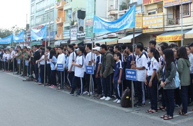 Nhiều bạn trẻ tham gia lễ mít-tinh hưởng ứng tháng hành động quốc gia phòng, chống HIV/AIDS ngày 1/12.