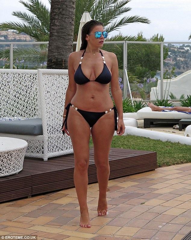 Cựu hoa hậu xứ Wales Imogen Thomas đang tận hưởng kỳ nghỉ hè tại Hi Lạp