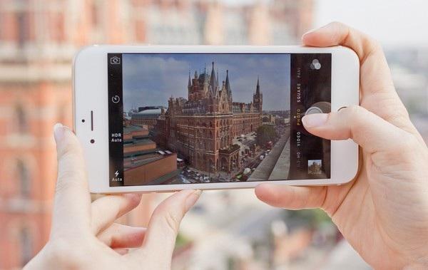 Những chiếc smartphone bé nhỏ đã thay thế cho những chiếc máy ảnh cồng kềnh và vướng víu
