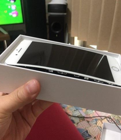Thêm một sản phẩm bị bung màn hình, điều gì đang xảy ra với iPhone 8 Plus? - 2