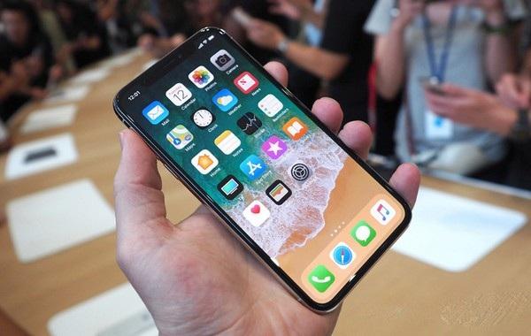 iPhone X là phiên bản iPhone đầu tiên có giá trên 1.000USD, cao nhất từ trước đến nay của Apple