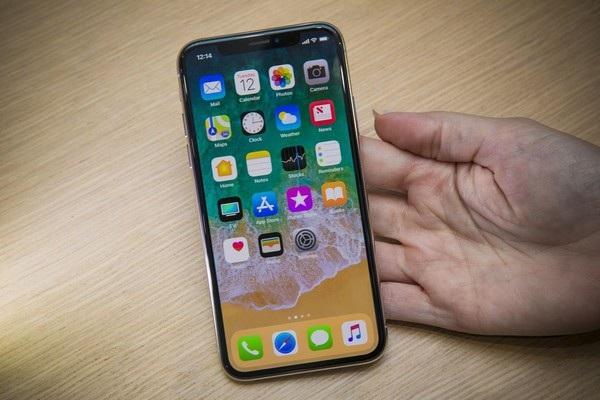 Thiết kế mới, công nghệ mới khiến iPhone X được nhiều người săn đón