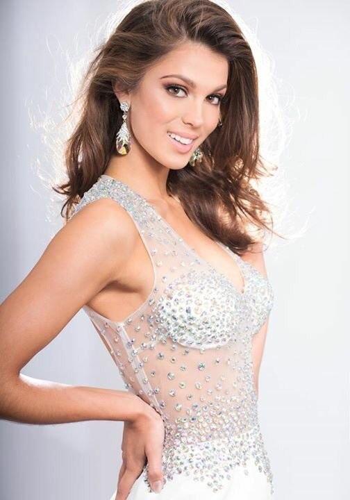 Hoa hậu hoàn vũ 2016 - Iris Mittenaere không được chào đón hay khen ngợi tại quê nhà.