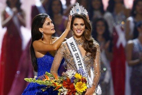 Iris Mittenaere đăng quang trong đêm chung kết cuộc thi Hoa hậu hoàn vũ 2016 tổ chức tại Philippines, tháng 1/2017.