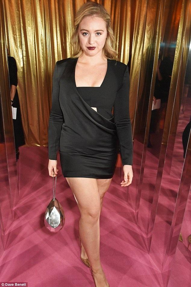Người đẹp 9X này hiện là một trong những người mẫu rất nổi tiếng tại Anh
