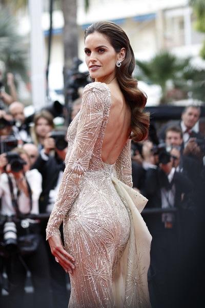 Izabel Goulart dự công chiếu phim Amant Double (LAmant Double) tại LHP Cannes ngày 26/5 vừa qua