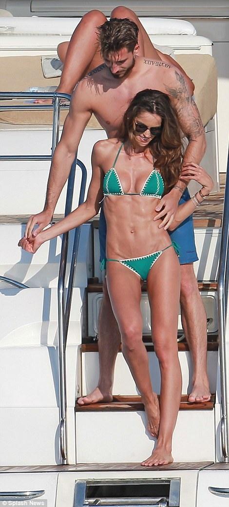 Izabel Goulart và bạn trai - cầu thủ bóng đá Kevin Trapp hạnh phúc sánh đôi trên du thuyền tại Ibiza, Tây Ban Nha ngày 2/6 vừa qua