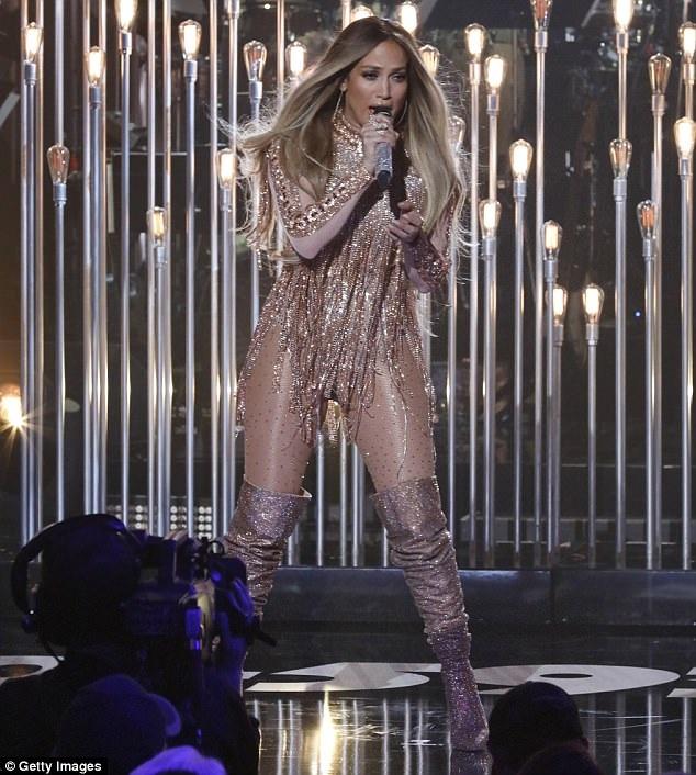 Jennifer Lopez tràn đầy năng lượng trên sân khấu trong buổi diễn tại Miami ngày 15/10 vừa qua