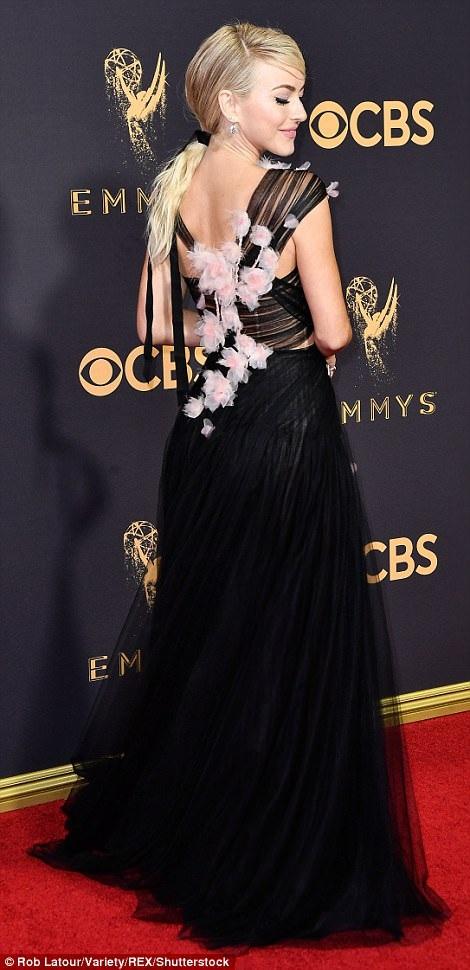 Người đẹp kiều diễm khoe sắc trên thảm đỏ lễ trao giải Emmy - 25