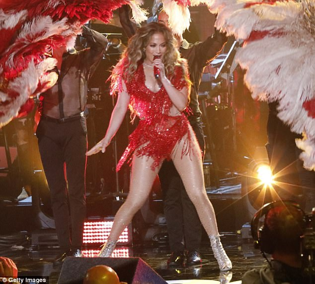 Jennifer Lopez có bố mẹ là người gốc Puerto Rico nên cô rất nhiệt tình với các hoạt động ủng hộ đất nước này