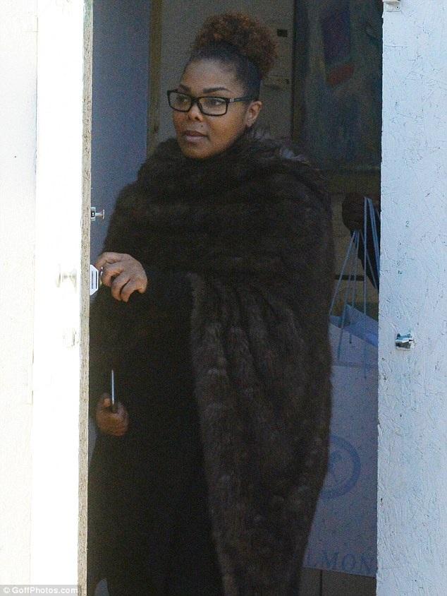 Janet Jackson xuất hiện trên đường phố London ngày 26/1 vừa qua. Diva nhạc Pop vừa sinh con đầu lòng cách đây 3 tuần