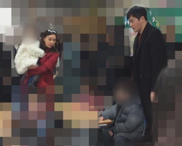 Vợ chồng Jang Dong Gun và Go So Young cùng nhau đưa con đi học, ngày 7/3.