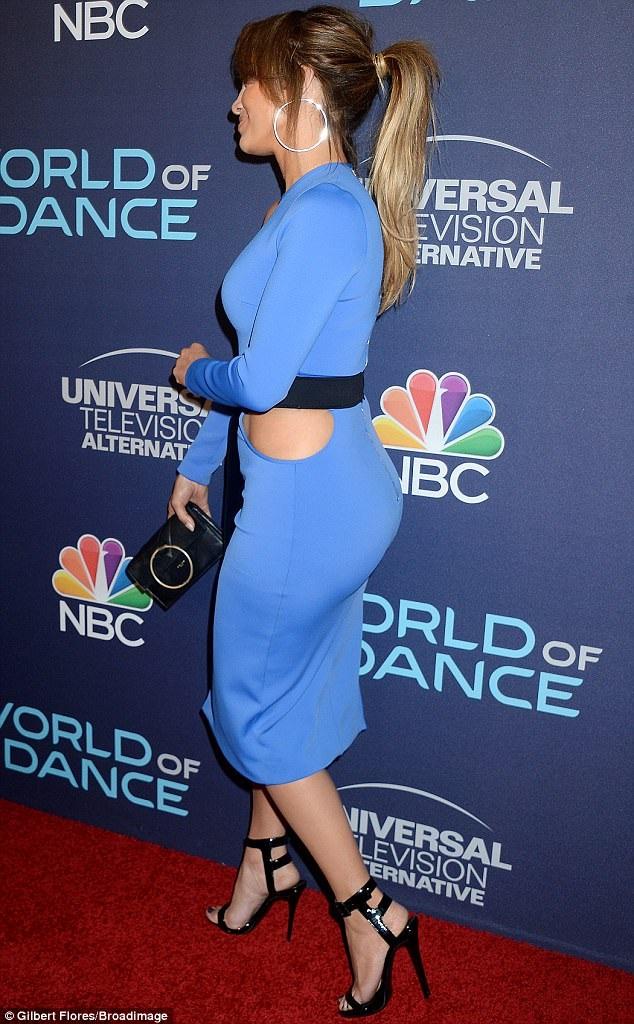 Jennifer Lopez là một trong những biểu tượng ong chăm chỉ của Hollywood. Dù đã cận kề tuổi 50 và siêu giàu nhưng cô vẫn làm việc hết mình