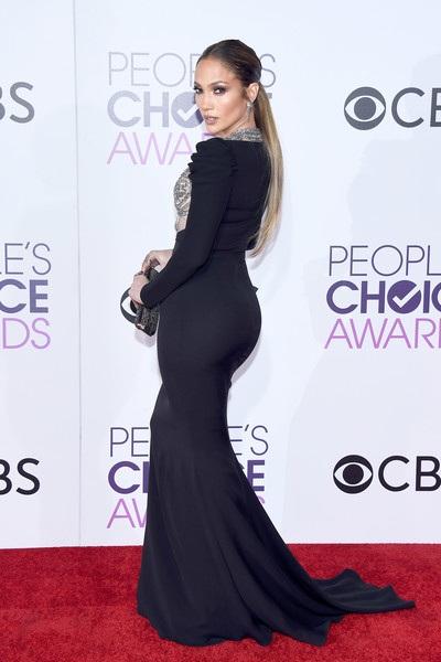 47 tuổi, Jen vẫn làm việc không mệt mỏi và là biểu tượng đáng ngưỡng mộ tại Hollywood.