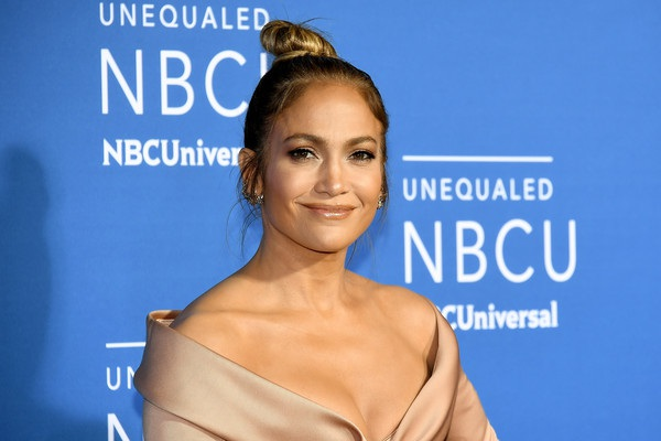Jennifer Lopez rạng rỡ quảng bá show truyền hình mới của cô World Of Dance tại New York