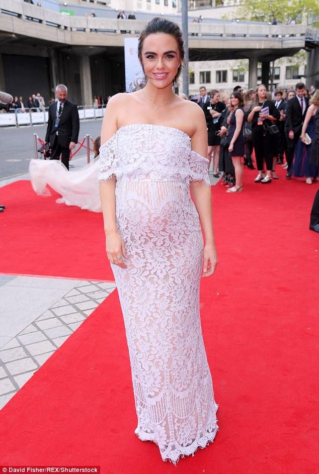 Nữ diễn viên Jennifer Metcalfe rạng rỡ dự lễ trao giải truyền hình Anh quốc ngày 14/5 vừa qua