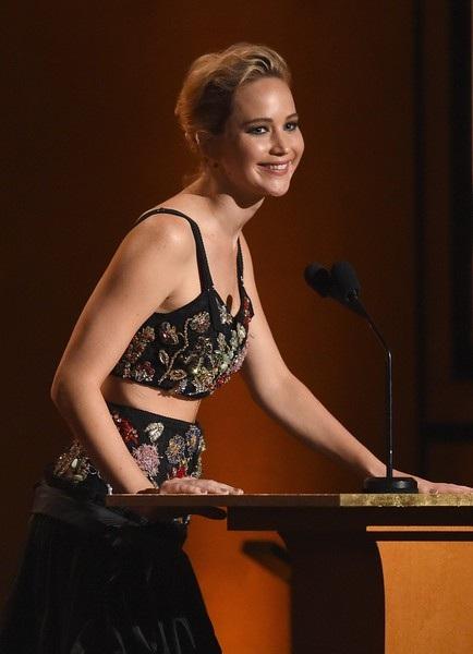 Jennifer Lawrence mới đây cũng rất thành công khi thử sức trong vai trò MC của show truyền hình Jimmy Kimmel Live