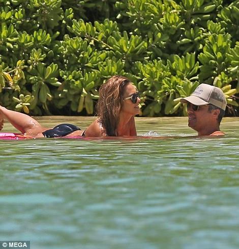 Vợ chồng Jessica và Cash Warren có cuộc sống hôn nhân viên mãn. Hai người quen nhau trong thời gian Jessica tham gia bộ phim Bộ tứ siêu đẳng và gắn bó từ đó đến nay.