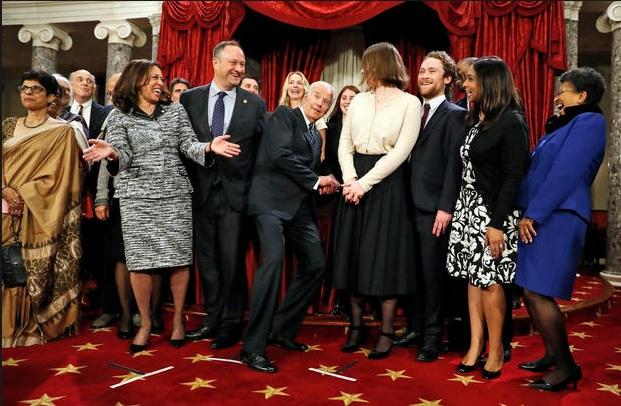 Phó tổng thống Mỹ chọc cười mọi người trong ngày khai mạc Quốc hội khóa mới (Ảnh: AP)