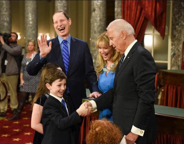 Ông Biden sẽ mãn nhiệm sau 2 nhiệm kỳ vào ngày 20/1. Hồi năm ngoái, nhiều người đã bày tỏ tiếc nuối khi ông tuyên bố không tranh cử tổng thống một lần nữa, sau 2 lần tranh cử nhưng thất bại vào năm 1988 và 2008. (Ảnh: AP)