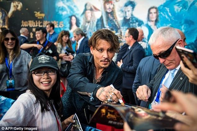 Johnny Depp - nam diễn viên chính của loạt phim ăn khách Cướp biển vùng Caribe...