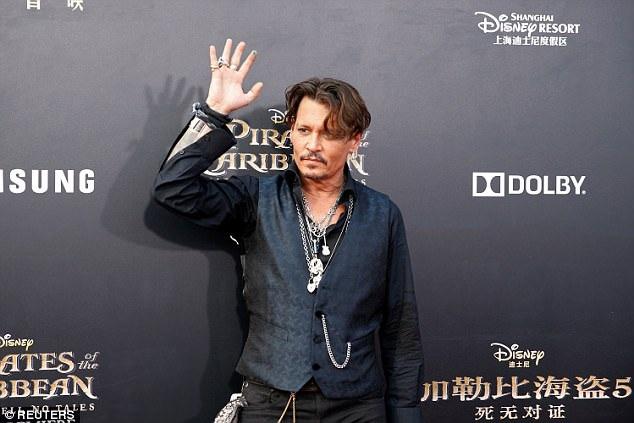 Johnny, người thủ vai cướp biển Jack Sparrow trẻ trung, sành điệu ở tuổi 54