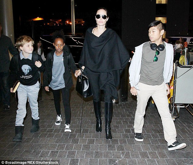 Angelina Jolie tự hào về các con đã và đang rất dũng cảm khi đối diện với cuộc hôn nhân tan vỡ giữa cô và Brad Pitt.