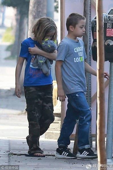 Cặp sinh đôi một trai và một gái của Angelina Jolie và Brad Pitt giờ đã 5 tuổi.