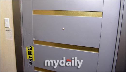 Cảnh sát đã buộc phải phá cửa nhà Jong Hyun khi nhận được điện báo của chị gái anh.