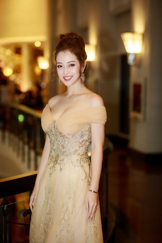 Những Hoa hậu Việt vừa đăng quang đã vội… lấy chồng - 20