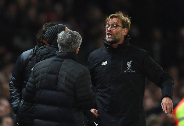 Klopp (phải) và Mourinho (trái) đã có những tranh cãi nhất định sau trận hòa giữa hai đội ở Old Trafford vào tháng 1 vừa qua
