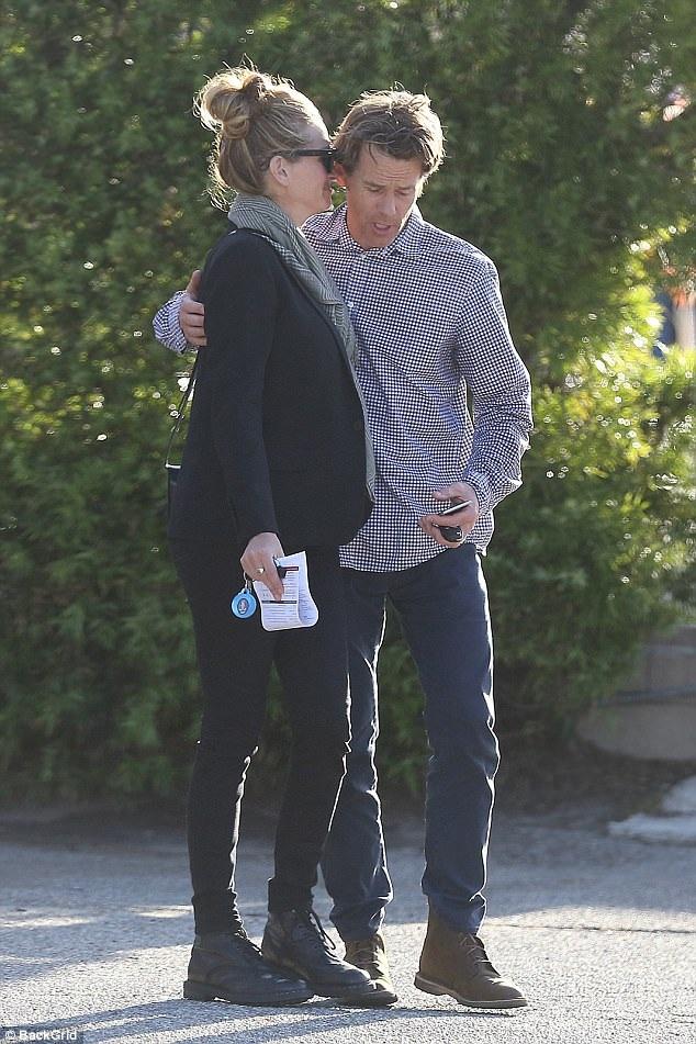 Vợ chồng Julia Roberts - Daniel Moder hạnh phúc xuất hiện trên đường phố Los Angeles