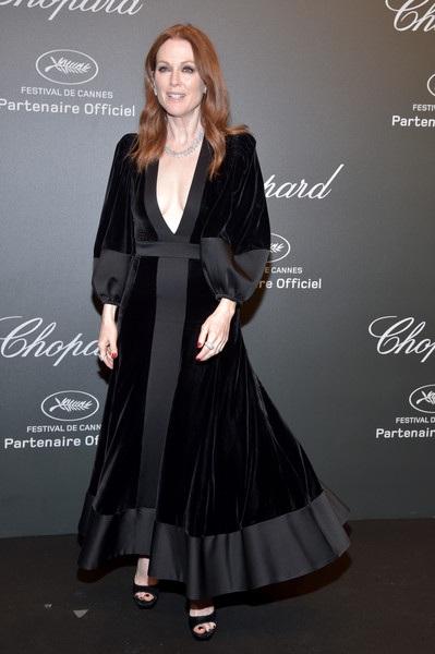 Julianne Moore trẻ đẹp hơn tuổi 57