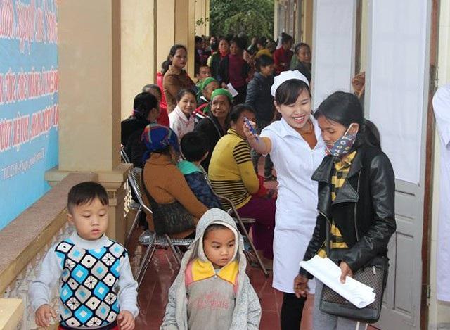 Có hơn 400 lượt người đã được khám, cấp phát thuốc miễn phí với tổng giá trị gần 800 triệu đồng